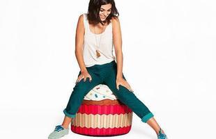 Puff  divertido e colorido no formato de um cupcake