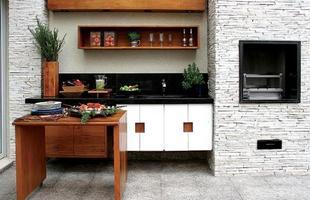 Além da madeira, outro elemento bastante utilizado para áreas externas é a pedra.