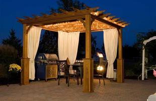 A área externa também pode ser usada em noites quentes para jantares e reuniões com os amigos