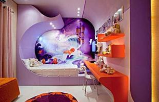 A decoração futurista também pode ser infantil, além de colorida, deixa o quarto com um ar mágico