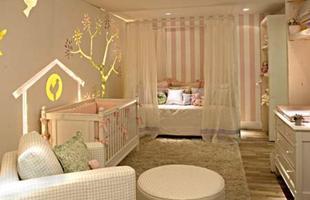 O abajur também é um objeto que faz falta quando não colocado no quarto do bebê. A arquiteta alerta que quando o bebê está dormindo, acender a luz do quarto pode despertá-lo