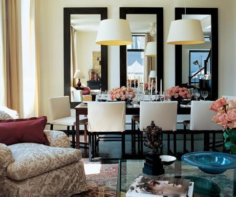 Espelhos podem conferir amplitude ao local, maximizar a iluminação, disfarçar elementos indesejados e ainda proporcionar um efeito estético único e sofisticado