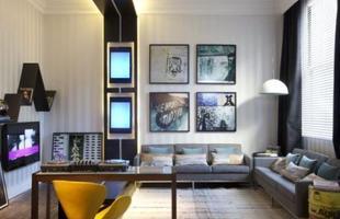 Apesar de priorizar tons escuros, nada impede que um apartamento masculino seja colorido