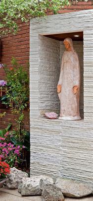 A fé e os símbolos religiosos também inspiram a decoração de qualquer ambiente da casa