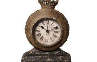 Relógio de mesa produzido em metal. Peça de acabamento envelhecido e inspirada no estilo inglês.