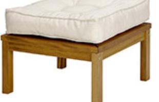 Pufe: Com uma boa dose de funcionalidade, o pufe/mesa Leblon tanto pode se destacar como assento extra para as visitas como auxiliar na organização de qualquer ambiente.