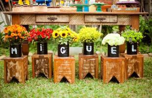 Latas, caixotes e canos são exemplos de objetos que podem ser reutilizados na decoração