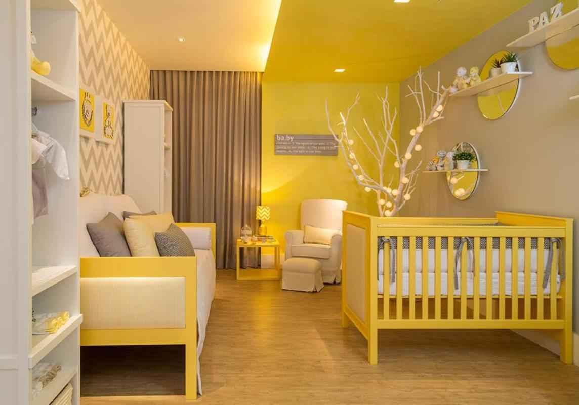 Quarto do bebê moderno: a proposta do projeto foi atender tanto o sexo feminino quanto o masculino. As cores predominantes são cinza, branco e amarelo como bases neutras. O ambiente utiliza de elementos geométricos e orgânicos, tornando um quarto aconchegante e agradável