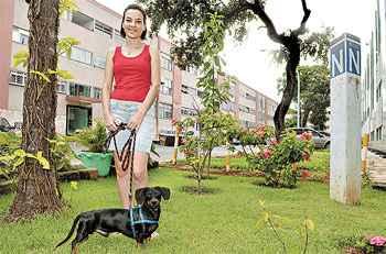 A estudante Naiara Medeiros Coelho aluga o apartamento próprio em Taguatinga e paga, assim, a locação de um imóvel na 409 Sul (Marcelo Ferreira/CB/D.A. Press)