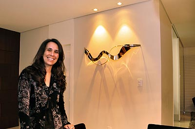 A designer de interiores Iara Santos recomenda a ilumina��o de foco para destacar as paredes (Eduardo Almeida/RA Studio)