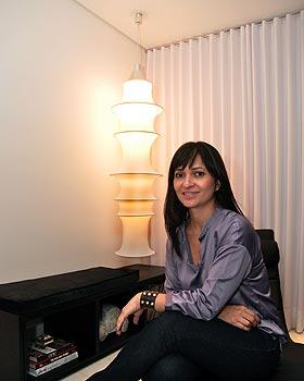 Para a decoradora D�nia Diniz, o uso de l�mpadas LED � muito recomendado para todos os c�modos da casa, inclusive �reas externas (Eduardo Almeida/RA Studio)