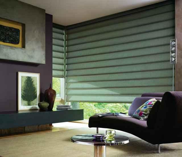 Para controlar o nível de privacidade e escurecimento do ambiente, as cortinas Vignette possuem um tecido no verso que uniformiza a aparência exterior - Divulgação/Luxaflex