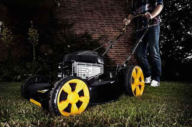 Nova tecnologia empregada nos equipamentos de jardinagem proporciona maior segurança e conforto, mesmo aos que não são profissionais - Divulgação/McCulloch