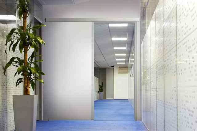 Sistema traz como novidade a capacidade de fechar as portas automaticamente, sem a utilização de energia elétrica - Divulgação/Glass Vetro
