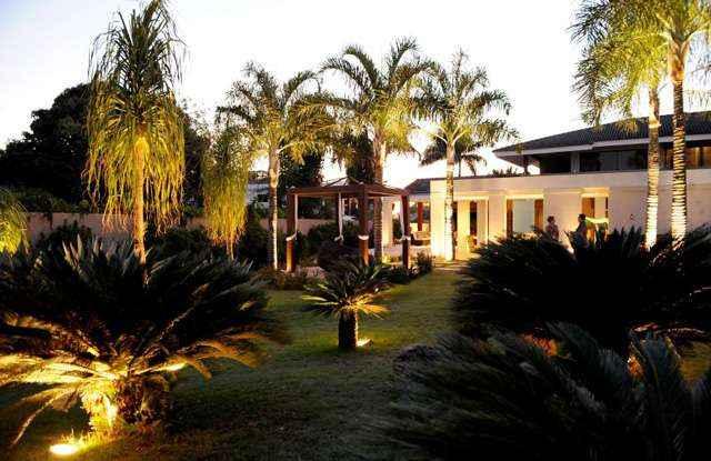 A iluminação dos jardins reforça as cores e texturas das plantas e torna os espaços de convivência mais aconchegantes e sofisticados - Carlos Vieira/Esp.CB/D.A Press