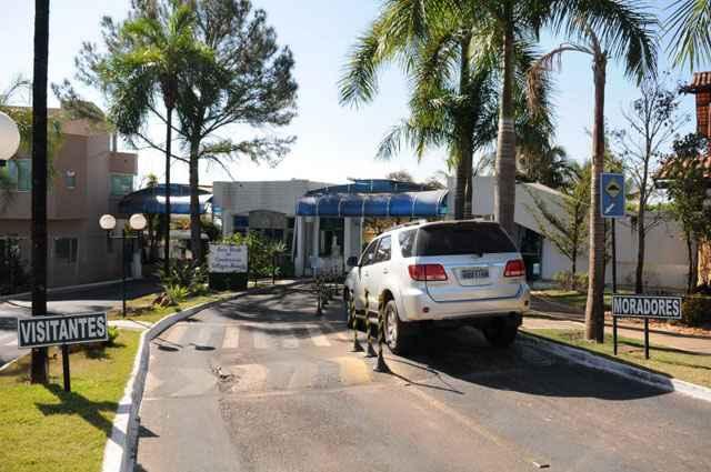 Entrada principal do Village Alvorada: representantes do condomínio dizem que a guarita foi instalada por questão de segurança (Bruno Peres/CB/D.A Press - 6/9/11)