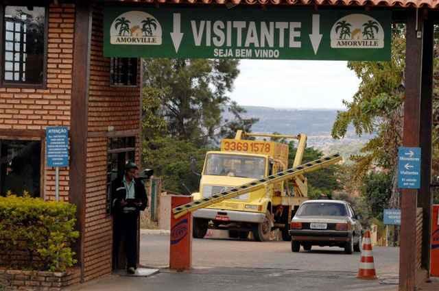 Ville de Montaigne: moradores criticam os questionamentos legais (Zuleika de Souza/CB/D.A Press - 11/7/08)