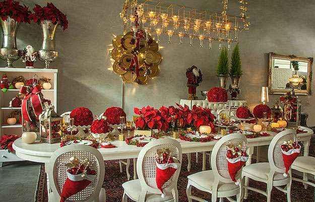 Mesa de jantar inspirada no estilo provençal e com ênfase no contraste das cores vermelho, dourado e branco para a ocasião natalina - Loja das Festas/Divulgação