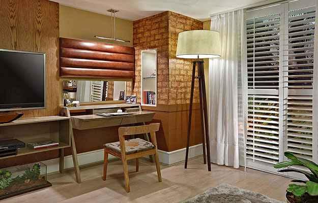 No projeto dos designers Alfredo Mendes e Luiza Imperial, o ambiente confortável e acolhedor é ideal para quem trabalha e estuda em casa  - Lider/Interiores