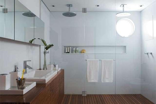 A solução é um recurso inteligente para banheiros, já que permite deixar tudo em ordem com facilidade (Reprodução Internet/Clickobra)