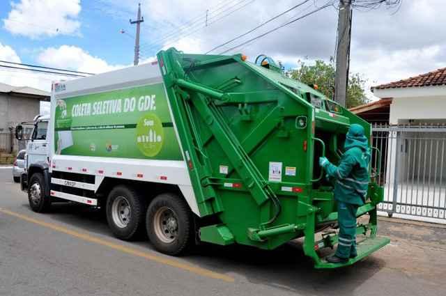 Circulação dos caminhões que recolhem apenas o lixo seco ainda não é homogênea  - Antonio Cunha/Esp. CB/D.A Press