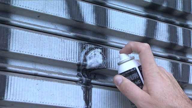 Fórmula com solvente orgânico a base de água é 100% ecológica e foi criada para remover as moléculas de tinta sem danificar a superfície - Crystalcor/Divulgação
