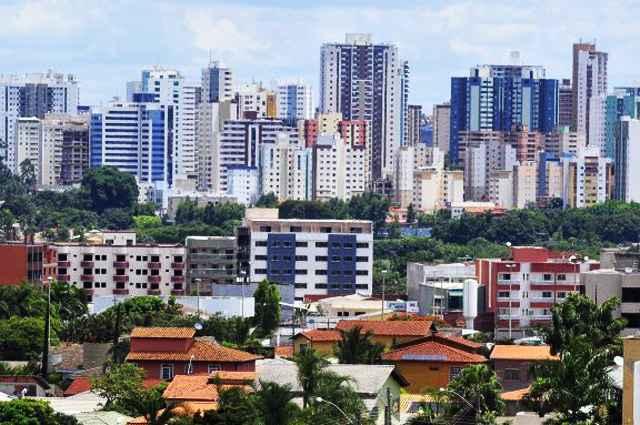 O freio na economia brasileira, o endividamento das famílias, o excesso da oferta de imóveis e a forte especulação levaram à acomodação do mercado - Breno Fortes/CB/D.A Press