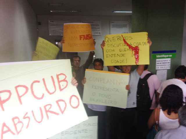 Estudantes tentam acompanhar votação do PPCub, na Secretaria de Habitação, Regularização e Desenvolvimento Urbano - Iano Andrade/CB/D.A Press