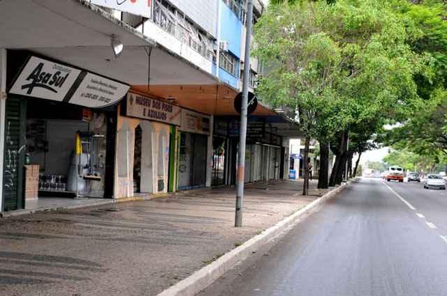 PPCub tenta corrigir a falta de vagas para veículos na W3 Sul e autoriza a implantação de garagens ao longo da avenida, exceto na 502, 507 e 508 - Antonio Cunha/CB/D.A Press