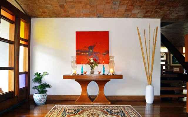 Ambiente com velas e castiçais criado pela arquiteta Ana Barata: paz e harmonia em um cantinho da casa  - Arquivo Pessoal