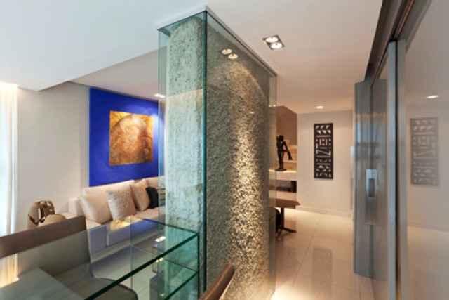 Assumir o pilar na decoração é uma alternativa que pode propor espaços exclusivos - Daniel Mansur