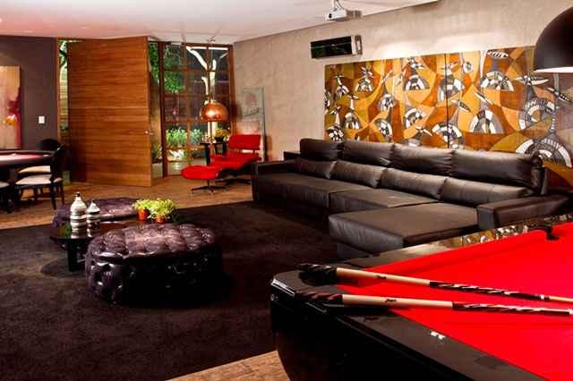 Uma boa pedida para passar tempo enquanto se joga conversa fora é compor o ambiente com poltronas e sofás - Reprodução internet/mundoindica.com.br