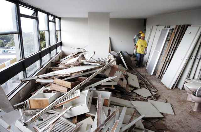 Reforma em apartamento na Quadra 302 da Asa Norte: síndicos serão responsáveis por autorizar as obras, com base em laudo técnico - Ronaldo de Oliveira/CB/D.A Press