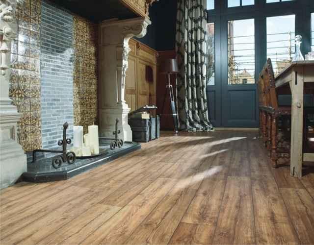 O acabamento chama atenção pela capacidade de imitar diversas matérias-primas de forma fiel, como os modelos que seguem padrões de madeira - Divulgação/Beaulieu