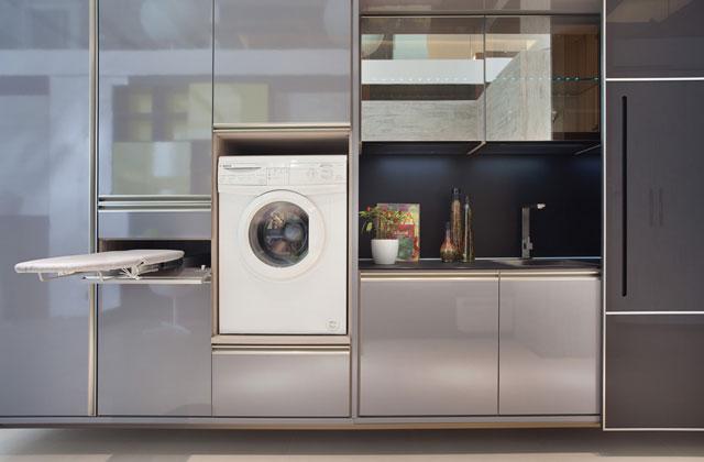 A lavanderia embutida permite ao morador ocupar somente um dos lados do ambiente, deixando o restante livre para circulação  - Exata Comunicação/Divulgação
