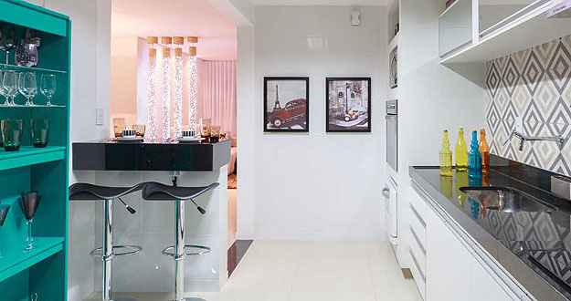 Projeto de Laura Santos salpica a cor na cozinha - Osvaldo Castro/Divulgação
