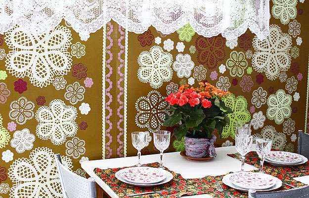 Cozinha inspirada num ambiente da loja Aluízio Casa, com toalha de plástico desenhada pelo arquiteto Marcelo Rosenbaum instalada na parede - Zulmira Furbino/EM/D. A Press