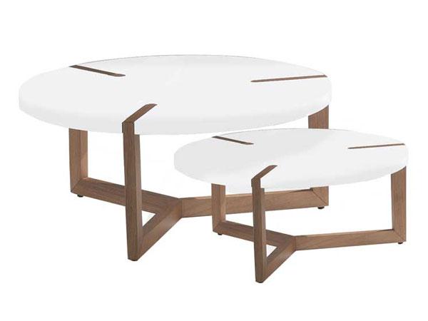 Com estrutura em Jequitibá, tampo em MDF e acabamento com tingimento ou laca. O tampo pode ser em nogueira, carvalho ou laca. - Essenza/Divulgação