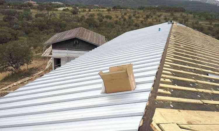 Em teste desenvolvido pela Fundação Espaço Eco, o cool roof, ou manta reflexiva, mostrou-se boa para cobrir telhados - Reprodução da internet-4/2/15