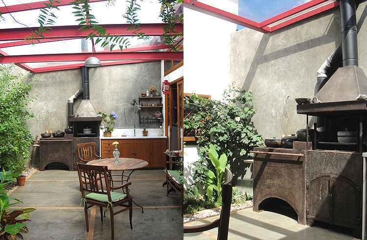 Na ambientação do espaço gourmet de uma residência, a arquiteta Fernanda Neiva usou um fogão a lenha em aço fundido, com churrasqueira acoplada, para agradar a proprietária, amante da cozinha - Cátia e Mazarelo/Divulgação