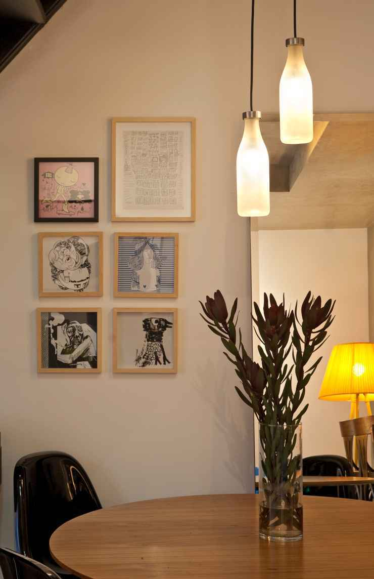Neste projeto, os pendentes Milk Bottle, da Droog, foram garimpados em Nova York pelo casal proprietários deste apartamento e inseridos na decoração por Marina Dubal - Henrique Queiroga