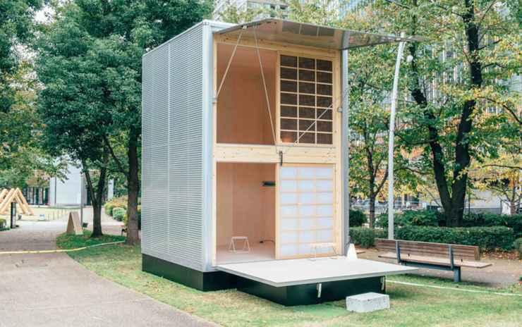 No projeto do designer Konstantin Grcic, a iluminação é o ponto forte. A cabana tem exterior feito de alumínio, grandes janelões de madeira para a entrada da luz natural e papel para cobrir a fachada do sobrado. A estrutura é rígida e pode ser colocada em qualquer tipo de terreno. - Divulgação