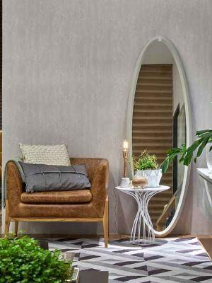 Espelho solto com moldura de MDF laqueado foi a aposta da arquiteta Luciana Araújo para este ambiente -