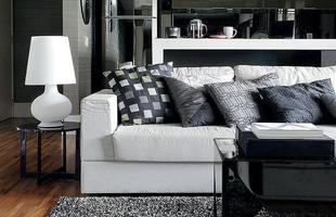 Com o branco e o preto, qualquer cor fica bem. Elas fazem com que os ambientes fiquem sóbrios, sofisticados, modernos e clássicos