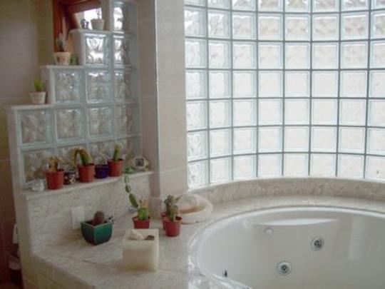 Os tijolos de vridro têm forte função estética - É aconselhável usá-los para destacar divisórias ou paredes