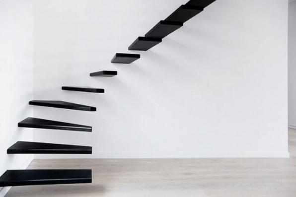 Escada flutuante, Paris, 2010 - Flertando entre o design e a arte, o estúdio francês Ecole fez uma escada flutuante ao minimizar a estrutura do objeto: sem corrimão nem base, os degraus foram pregados diretamente na parede.