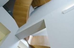 Escada aberta, Lauzane, Suíça - O trabalho do Architects of Invention na sede do Comitê Olímpico Internacional ? COI, na Suíça, criou uma escada que respeita o movimento e a dinâmica dos Jogos Olímpicos.
