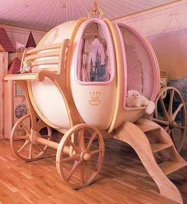 Para o quarto de bebês e crianças pequenas, é preciso bastante atenção a pequenos detalhes. Além dos móveis e da pintura das paredes, também é preciso planejar como será o piso, a iluminação, disposição dos fios, a limpeza do local, entre muitas outras coisas