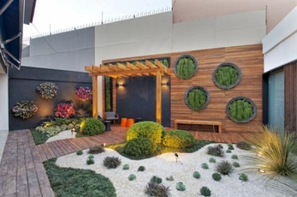 Samambaias, bromélias e orquídeas são ótimas opções para jardins verticais