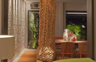 Com cores, formas e decorações diferentes, o produto traz praticidade e economia pra quem quer decorar